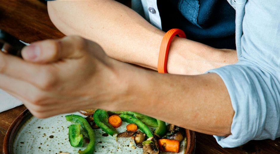 Fitnessarmband Jawbone Up: Trägt man sogar zum Essen oder Schlafen