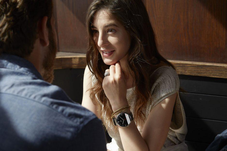 Unter Android-Fans beliebt: Model mit Motorola-Smartwatch Moto 360