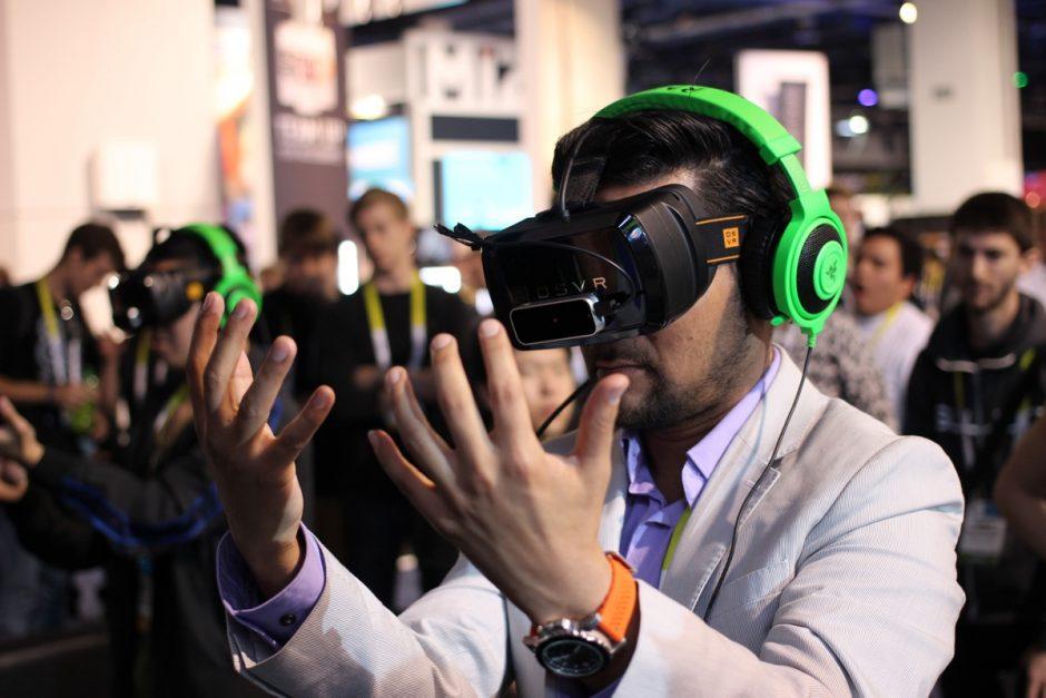 "(Foto: ""Razer OSVR Open-Source Virtual Reality for Gaming"" von Maurizio Pesce auf flickr.com. Lizenz: CC BY 2.0)"