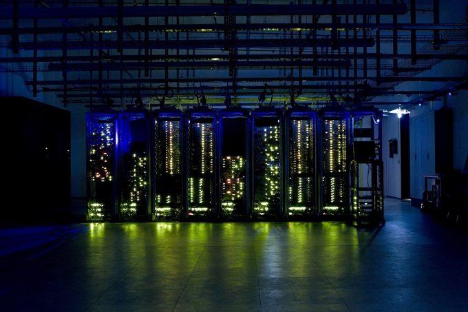 Mittwald betreibt seine Server mit CO2-neutralem Strom aus Wasserkraftwerken.