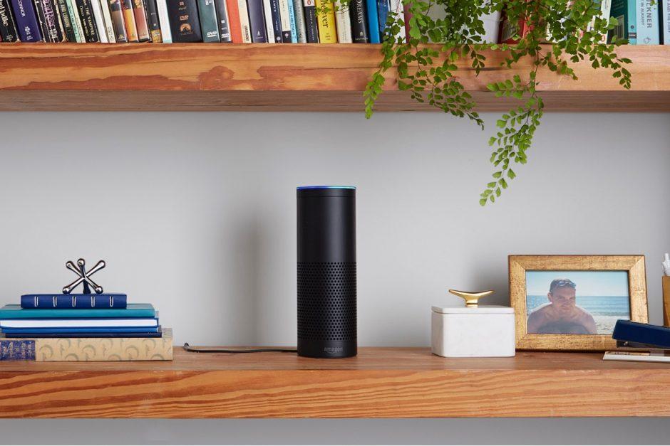 So unscheinbar und doch so vielseitig: Amazons Echo bringt den Sprachassistenten Alexa ins eigene Zuhause. (Foto: Spotify)
